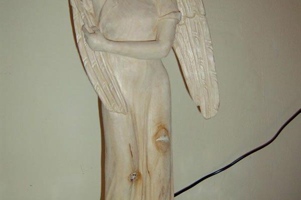 Engelsfigur Holz geschnitzt