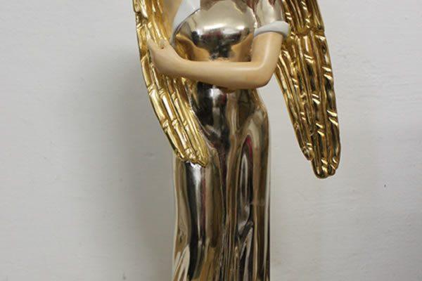 Engelsfigur, Holz geschnitzt, Polimentvergoldung und Fassung