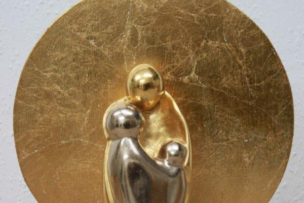 Geborgen Sein, Gipsfigur mit Blattgold + Dekorationsständer made by Goldcreartiv