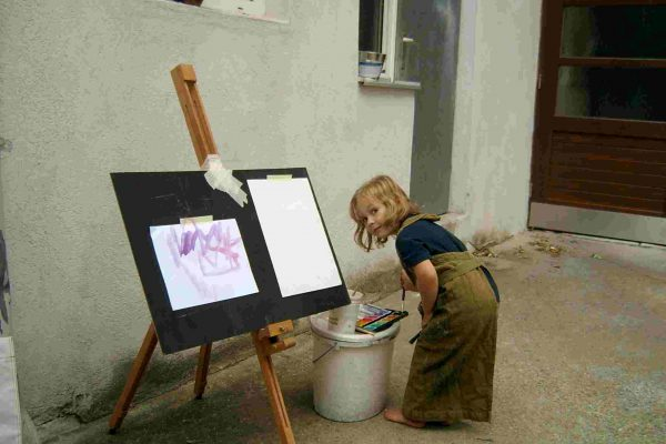 Malkurs, die kleine Künstlerin